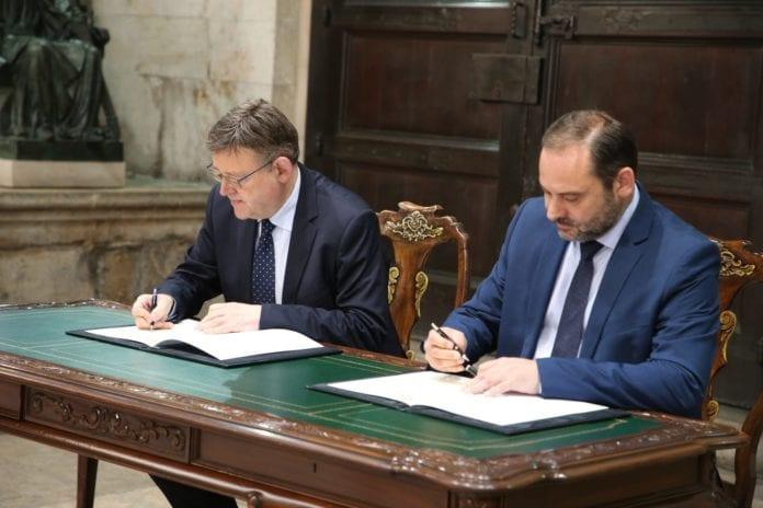 Firma convenios Valencia foto 2