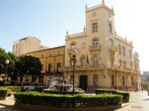 Imagen de la fachada del ayuntamiento de la Vall d'Uixó