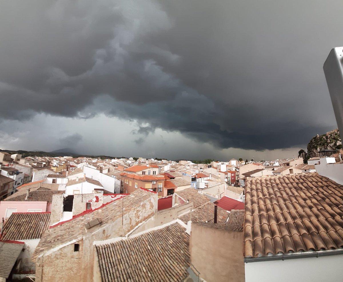 Tempesta sobre uns teulades