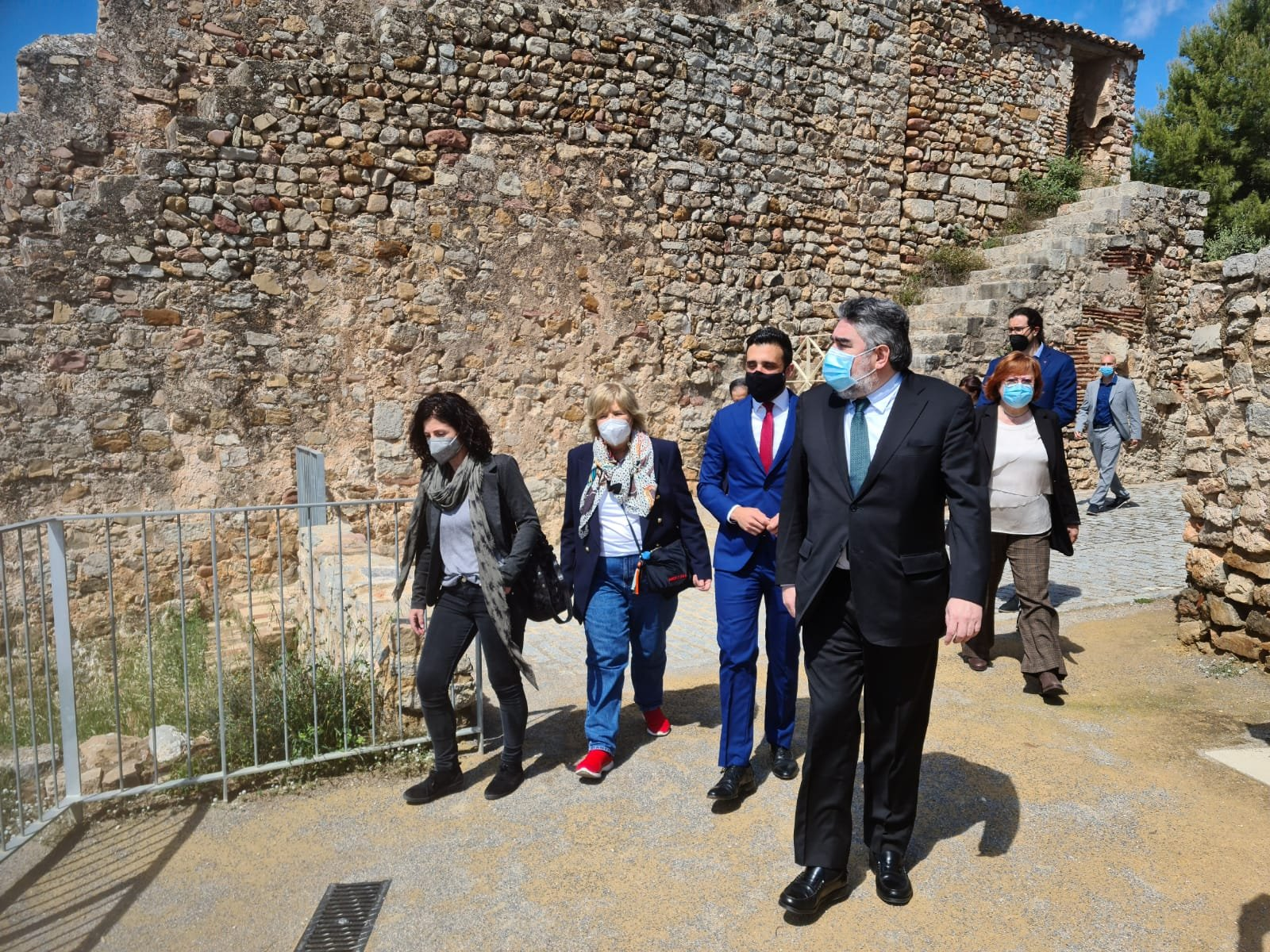 el ministro uribes en el castillo de sagunto