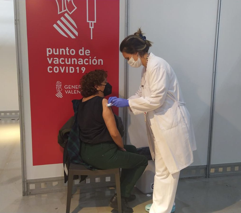 Vacunació massiva en IFA (Elx)