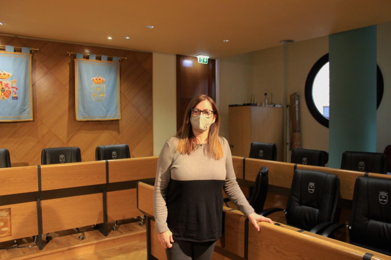 Cristina Rius en el salón de plenos de burriana
