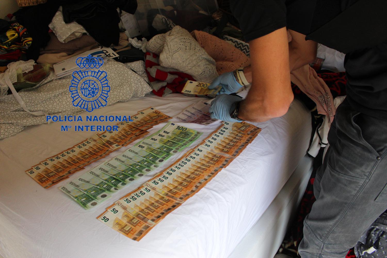 imagen del dinero intervenido en el registro policial
