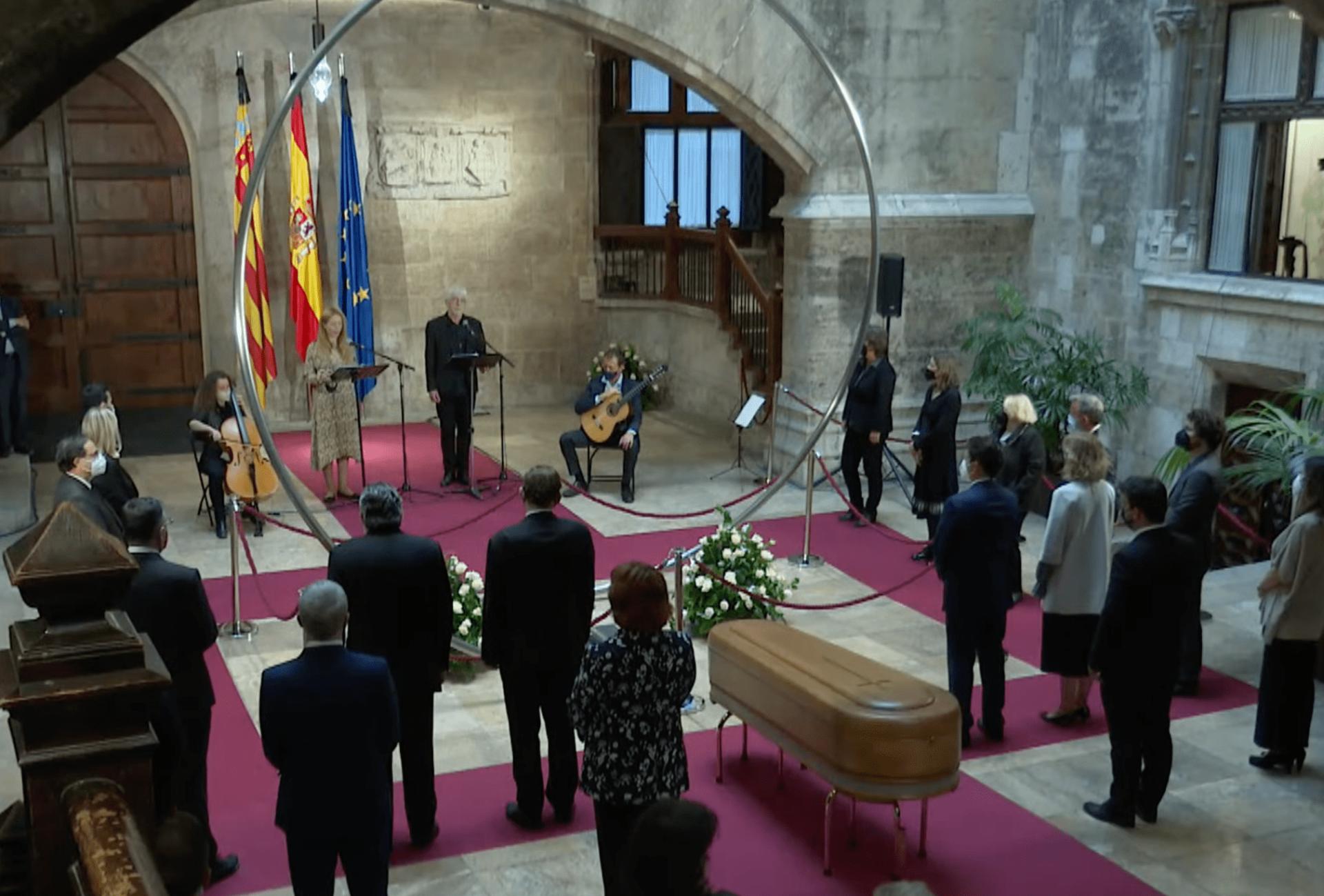 Homenaje al poeta Brines en el Palau de la Generalitat