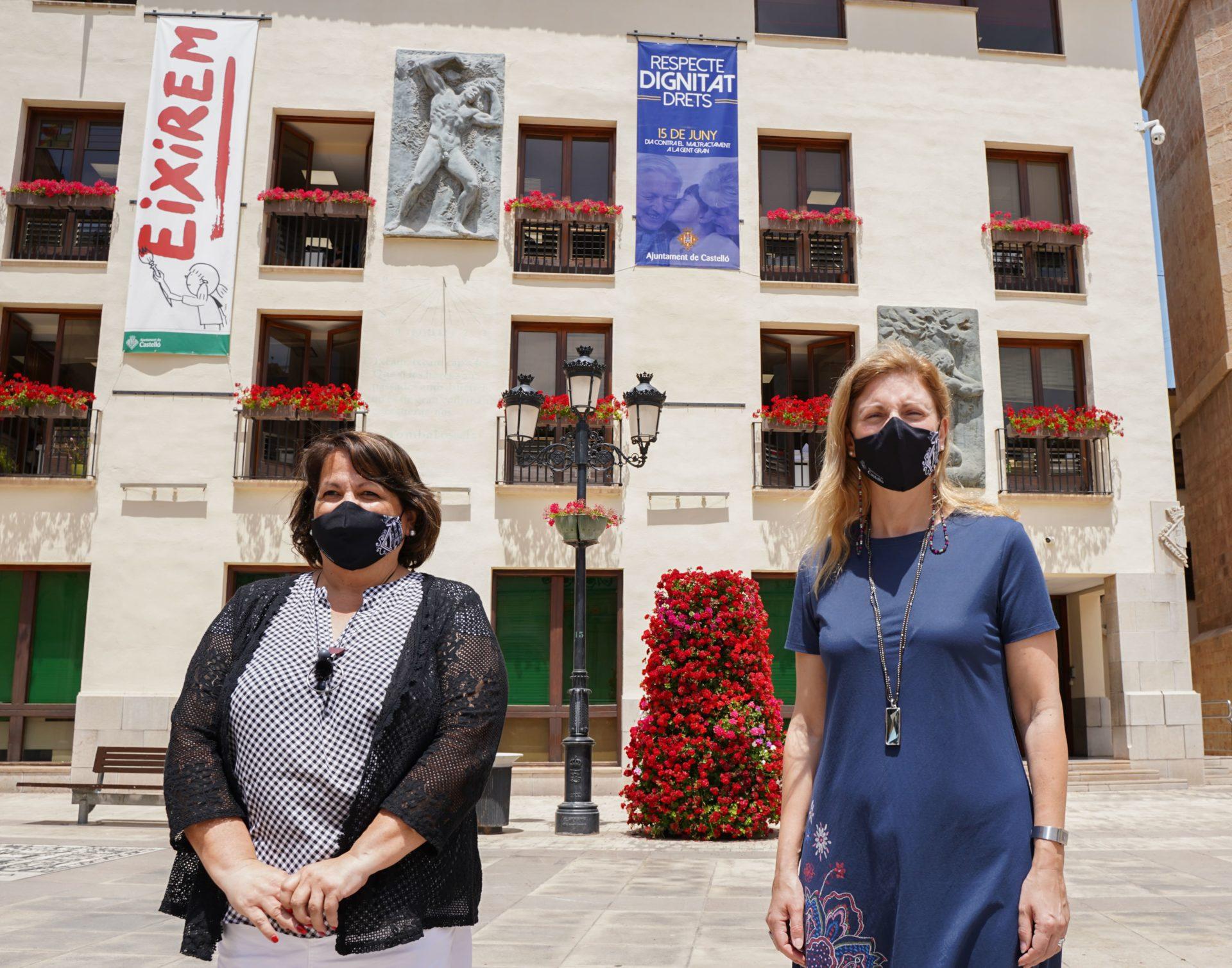 Marco y Granero con el cartel contra el maltrato contra la vejez