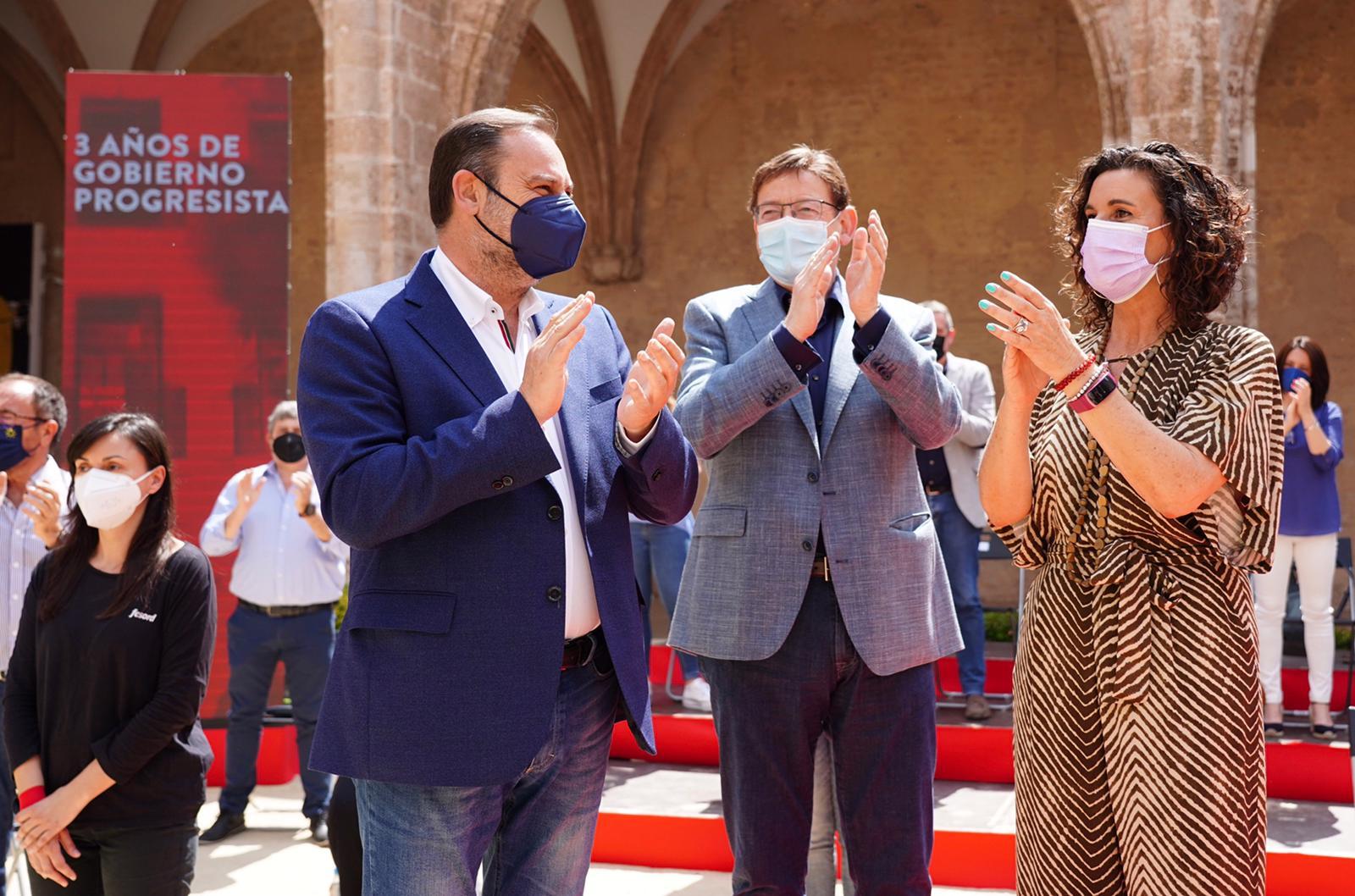 El president de la Generalitat y secretario general del PSPV-PSOE, Ximo Puig, junto con el secretario de Organización del PSOE, José Luis Ábalos y la secretario general del PSPV-PSOE en la provincia de València, Mercedes Caballero.