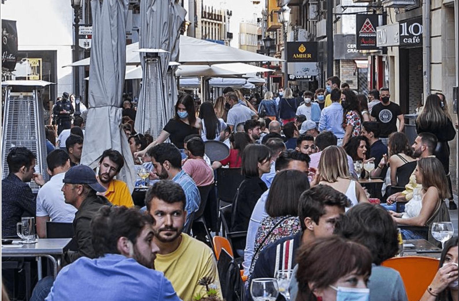Imagen de las terrazas de la calle Castaños de Alicante