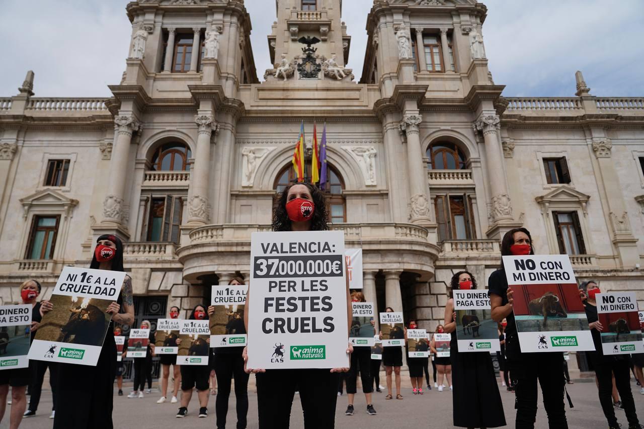 Concentración en València para acabar con la tauromaquia