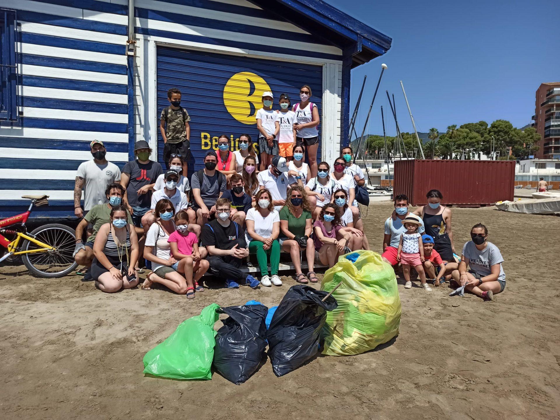 Equipo de voluntarios limpieza playas Benicàssim