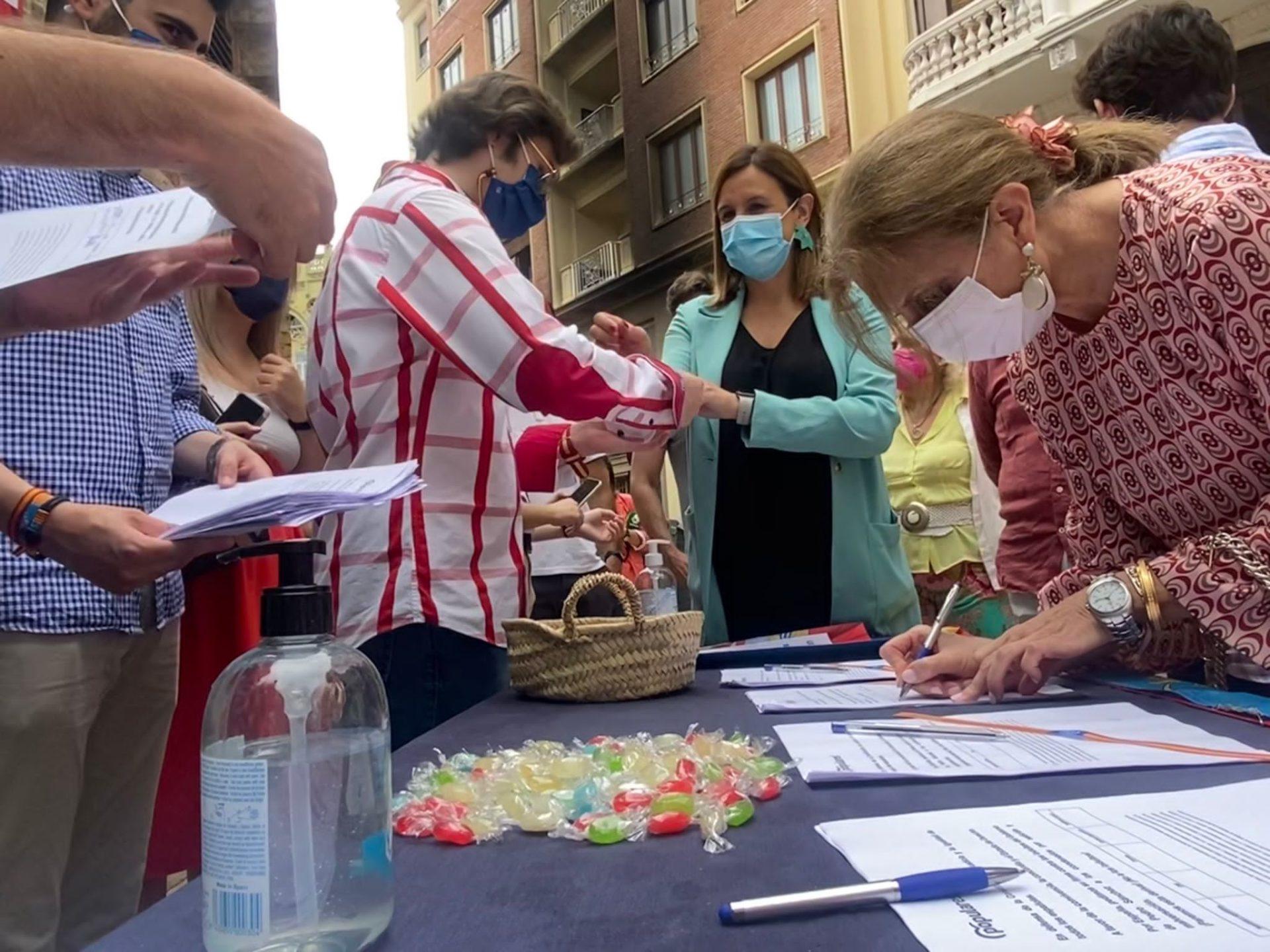 Catalá en la recogida de firmas