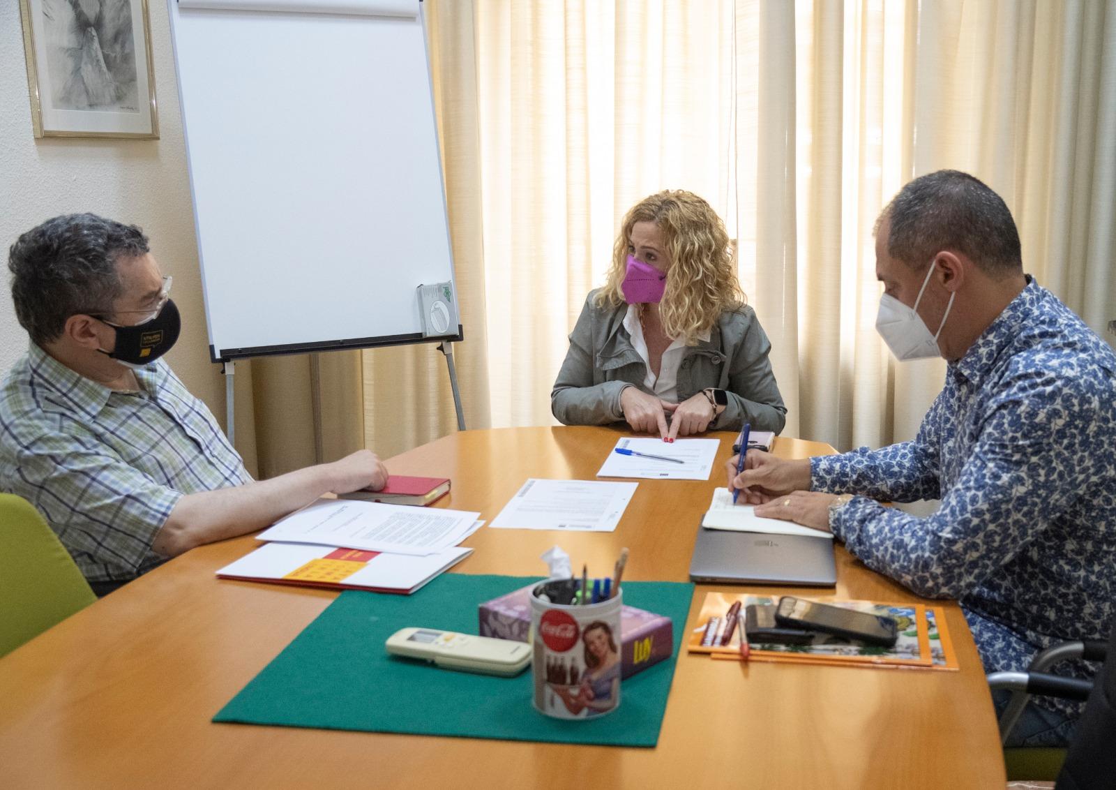Reunión de la diputada, Virginia Martí, con representantes de la Plataforma per la Llengua