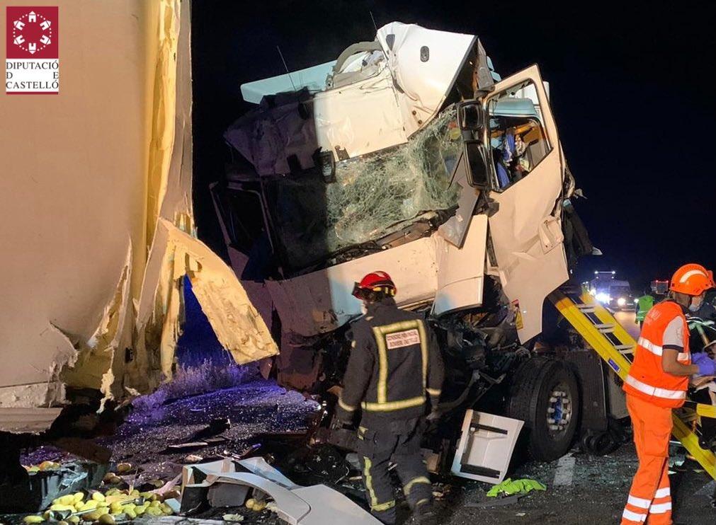 Imagen del accidente entre dos camiones en Alcalà de Xivert